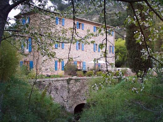 Chambres d'hôtes de charme , Le Moulin du Rossignol, rognes 13840