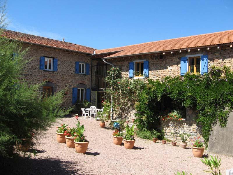 Chambres d'hôtes de charme , Aux 3 Sapins - Maison d'hôtes Bien-être & Nature, ronno 69550